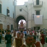 L'ingresso della processione nella città vecchia